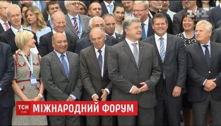 """""""І наступного року - в Ялті"""": Петро Порошенко виступив на щорічному міжнародному форумі YES"""