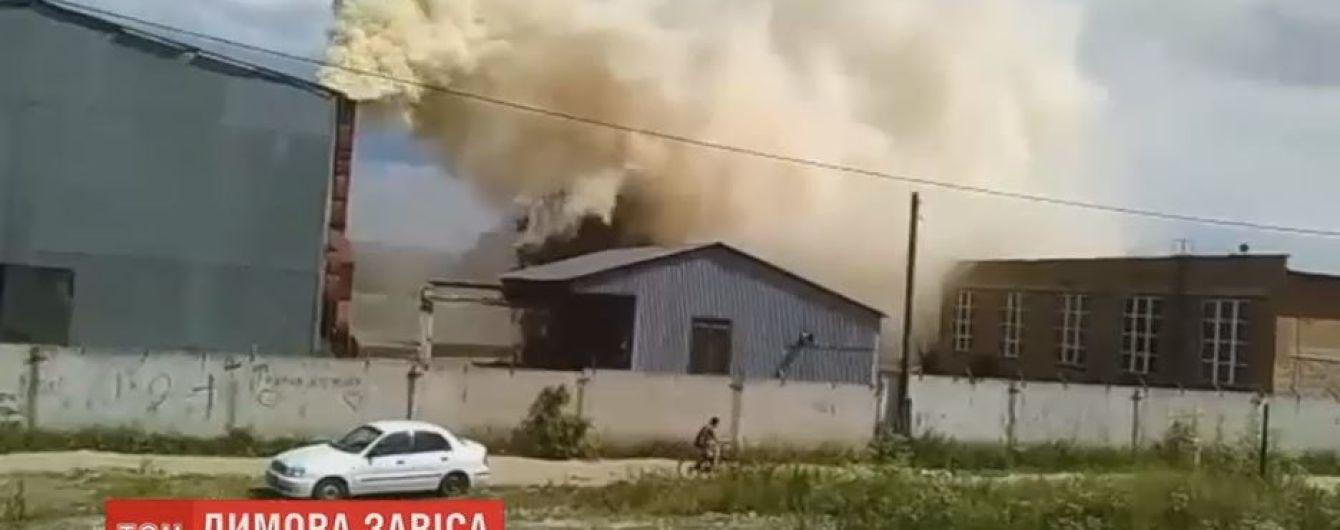 В Житомире предприятие по изготовлению кормов отравляет местных едким дымом