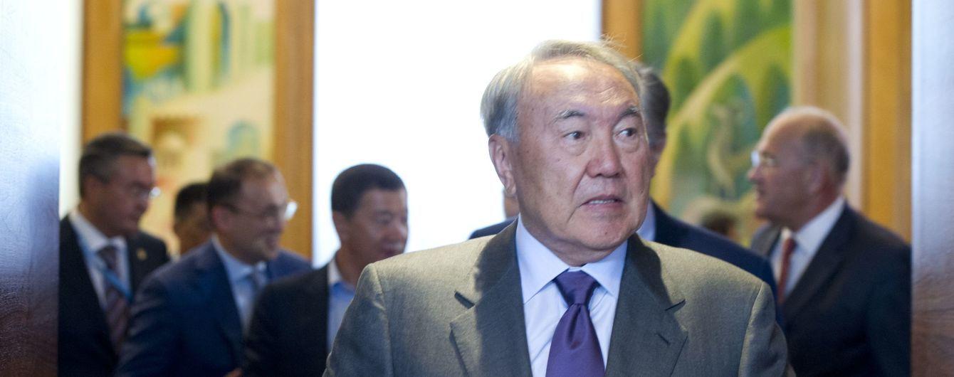 Saebiz по-казахски. Назарбаев будет переводить страну на латиницу постепенно