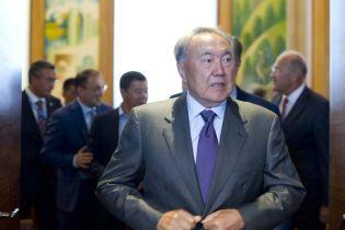 Назарбаєву дозволили довічно правити Радбезом Казахстану