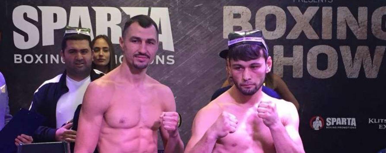 Украинец Постол прошел процедуру взвешивания перед вечером бокса в Киеве