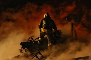 Згарище, вогнеборці і стовпи полум'я: пекельна пожежа у дитячому таборі в Одесі