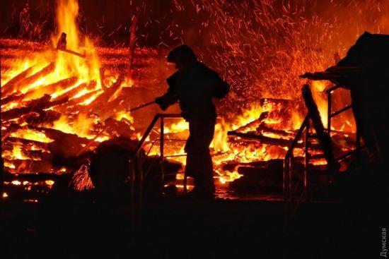 У поліції розповіли про проблеми при гасінні пожежі в дитячому таборі в Одесі