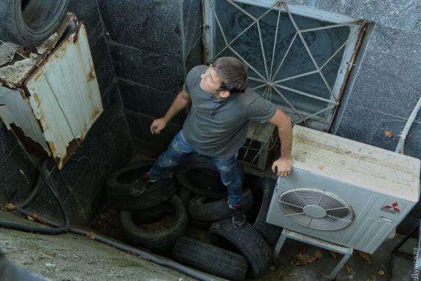 Вибух, бійки та шини. В Одесі пікетують мерію через смерть трьох дітей у таборі