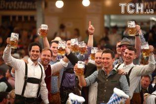 """Море пива. В Німеччині стартував традиційний """"Октоберфест"""""""