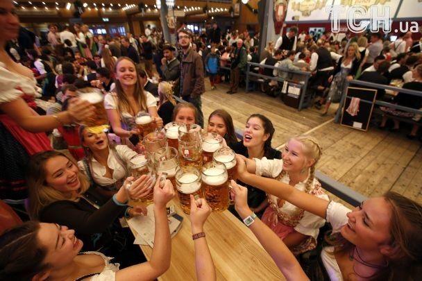 """Море пива. В Германии стартовал традиционный """"Октоберфест"""""""