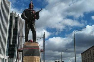 У Москві поставили пам'ятник зброяреві Калашникову