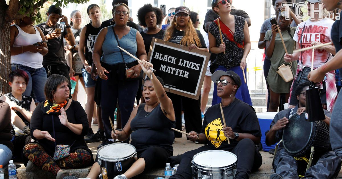 Антиполицейский протест в Сент-Луисе: U2 и Эд Ширан отменили концерты из-за беспорядков в городе