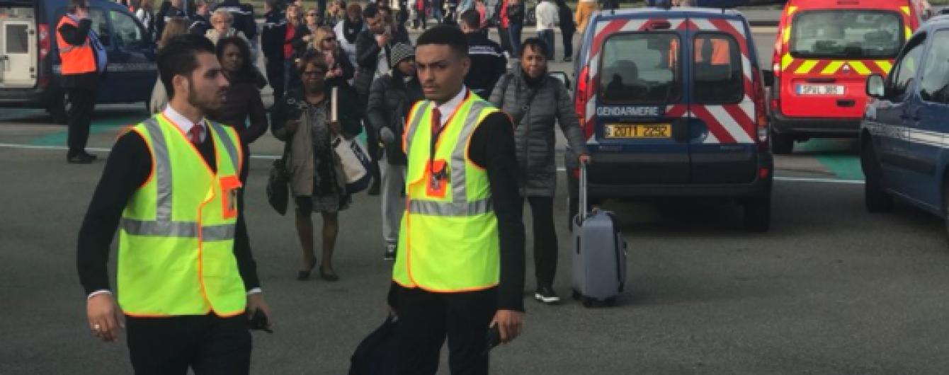 У Парижі евакуювали пасажирський літак, який збирався до Лондона