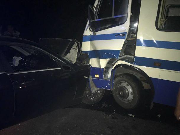 Под Одессой нетрезвый  шофёр  БМВ  врезался вмикроавтобус слюдьми