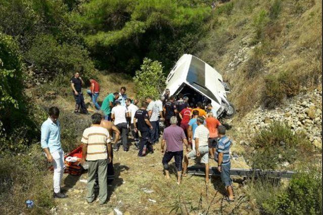 Автобус зірвався зі скелі у Туреччині_2