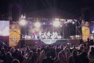 В элитном поселке в Одессе устроили грандиозный концерт, несмотря на траур из-за гибели детей
