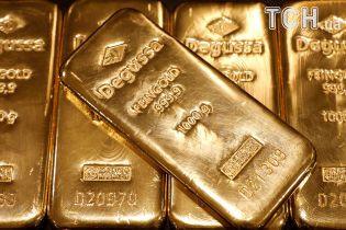 Луценко: в черниговском конвертационном центре силовики изъяли $ 1,7 млн и почти 3 кг золота