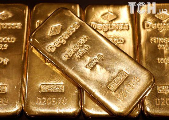 Луценко: у чернігівському конвертаційному центрі силовики вилучили $ 1,7 млн та майже 3 кг золота