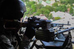 Поранений український військовий і обстріл позицій біля Мар'їнки. Дайджест АТО