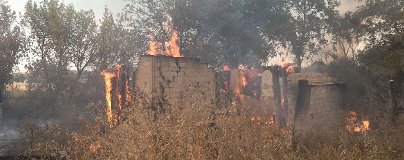 Бойовики обстріляли Зайцеве: одна людина зазнала поранень, загорівся житловий будинок