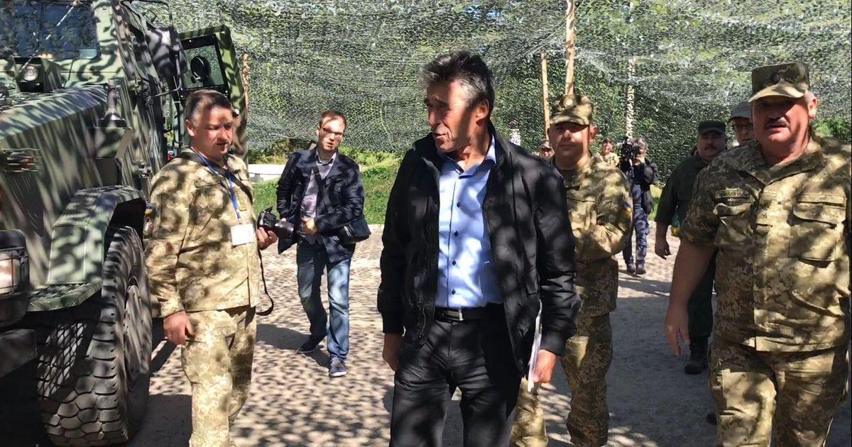 Екс-генсек НАТО після відвідування зони АТО закликав надати зброю Україні  (3.09 8) 1fe10537dc7f0