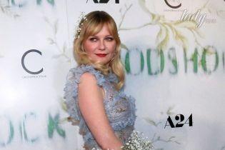 В прозрачном платье и с цветами в волосах: очаровательная Кирстен Данст на премьере фильма