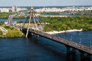В Киеве ограничили движение транспорта по Московскому мосту