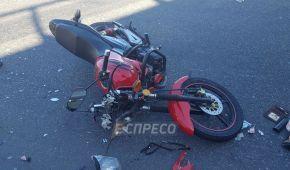 В Киеве мотоциклист сбил пенсионерку