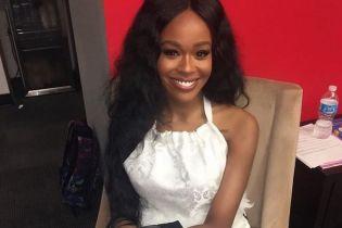 """19-летняя американская певица опубликовала в Сети свое """"обнаженное"""" фото"""