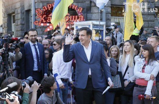 Саакашвілі попросив політичного притулку в Україні