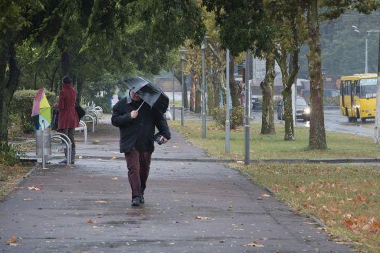 Половину України поливатимуть дощі й дутимуть сильні вітри. Прогноз погоди на 5 жовтня