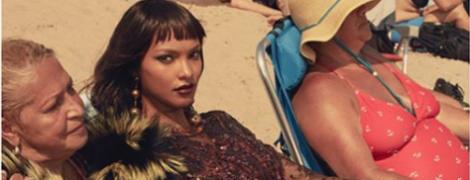 В шубе на шезлонге: Лаис Рибейро снялась в странном фотосете на пляже