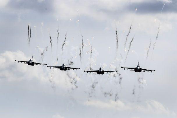 """Путін з біноклем і політ білоруських винищувачів. Reuters показало фото навчань """"Захід-2017"""""""