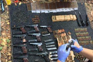 У гаражі в центрі Маріуполя виявили зброю, яку бойовики викрали з військової частини 2014 року