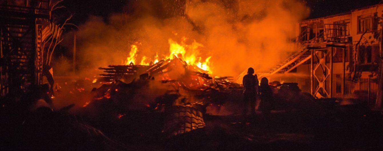 """""""Мужики, с водой напряг"""". Опубликовано видео с нагрудной камеры спасателя, который тушил пожар в """"Виктории"""""""