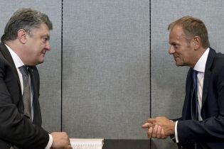 Порошенко и Туск обсудили ситуацию на Донбассе, де-оккупацию Крыма и миротворцев