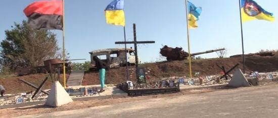На лінії вогню біля Авдіївської промзони відкрили меморіал загиблим українським бійцям