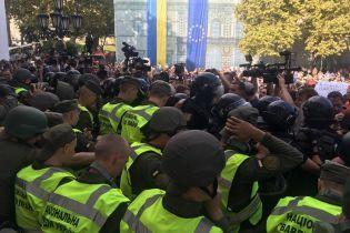 У сутичках під міськрадою Одеси постраждали 36 правоохоронців