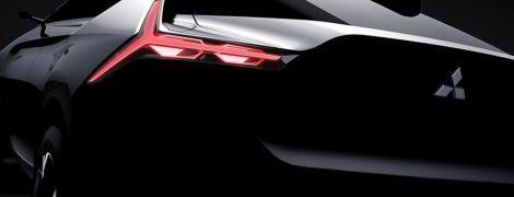 Mitsubishi распространила первый тизер нового купеобразного вседорожника