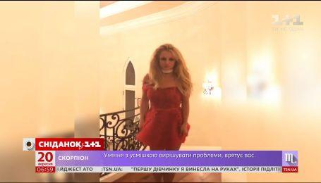 Бритни Спирс устроила дефиле в своем доме