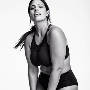 Без фильтров и фотошопа: модель plus-size Эшли Грэм снялась в новом фотосете