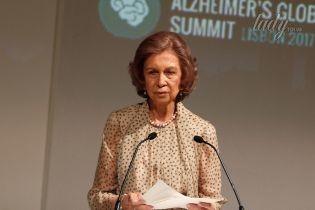 В элегантном платье и на шпильках: 78-летняя экс-королева Испании София на саммите в Лиссабоне
