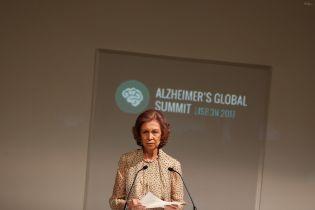 В елегантній сукні і на шпильках: 78-річна екс-королева Іспанії Софія відвідала саміт у Лісабоні