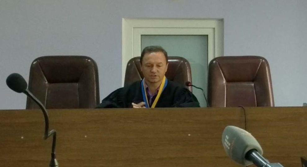 Вища рада правосуддя відсторонила від посади схопленого на хабарі суддю