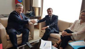 Порошенко зустрівся із Макроном та Пенсом у кулуарах Генасамблеї ООН