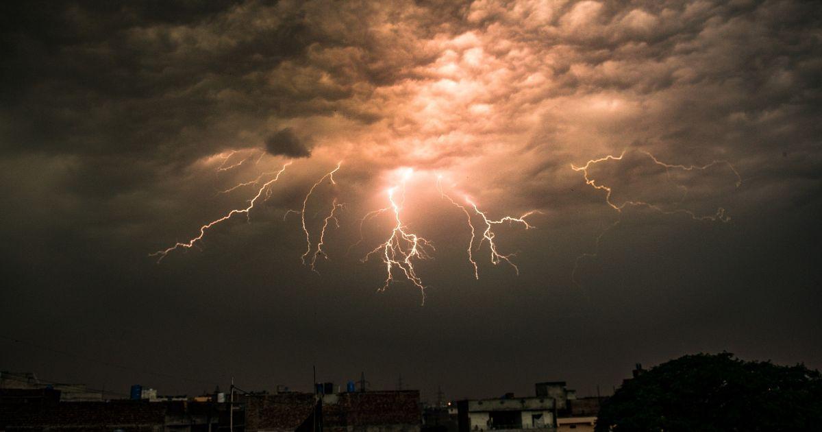 Метеорологи предупреждают брестчан - вечером грозы, ветер. Завтра всё может повториться