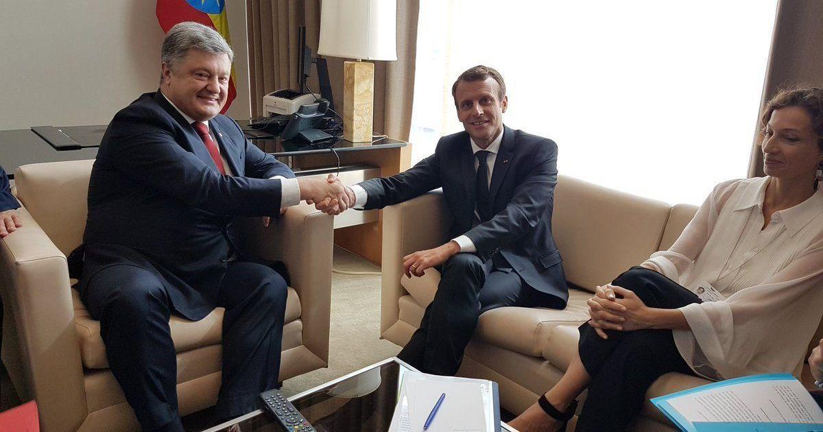 Президент України Петро Порошенко зустрівся у США із главою Франції  Еммагуелем Макроном у рамках Генасамблеї ООН. Про це український лідер  повідомив у ... 304e5cdfba609