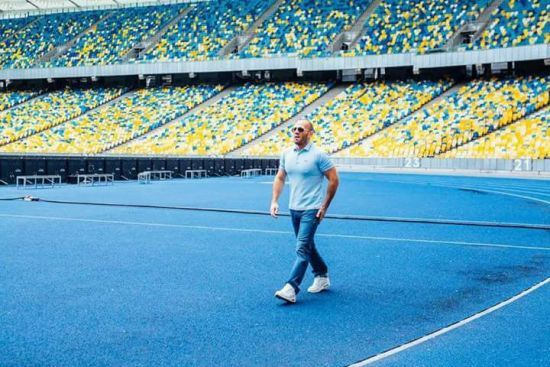 """Голлівудська зірка Джейсон Стетхем знявся у рекламі на НСК """"Олімпійський"""" - соцмережі"""