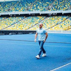 """Голливудская звезда Джейсон Стэтхэм снялся в рекламе на НСК """"Олимпийский"""" - соцсети"""