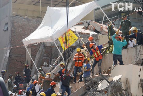 Кількість жертв землетрусу в Мексиці зросла до 325 осіб