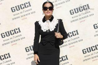 Похудевшая и элегантная: Сальма Хайек пришла с мужем на показ любимого бренда