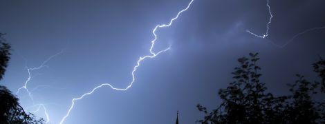 Синоптики попередили про грози та шквальний вітер у Києві та області