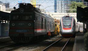 """На Покрову """"Укрзалізниця"""" запустить п'ять додаткових поїздів із Києва та Одеси"""