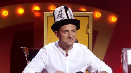 """Володимира Зеленського коронували на зніманнях """"Розсміши коміка"""""""